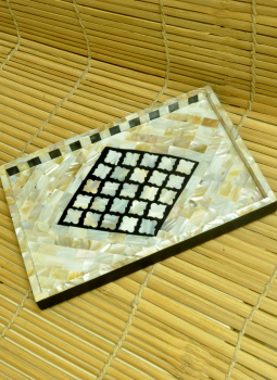 Serving Ware,Indiacraft,Shell craft on Wood Tray -Black on White diamond Small