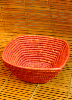 Bhadohi woven baskets,Indiacraft,Bhadhohi square basket- red (Dia 10