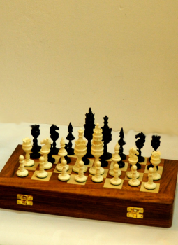 Painted wood,Indiacraft,Camelbone Chess set with Rosewood board - Horse  CBCSRBC