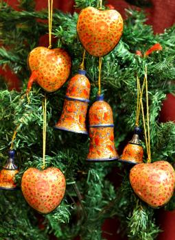 Papier Mache design on wood,Indiacraft,Bells &  hearts -Orange,pinks & gold, set of 8  KABH8OPG