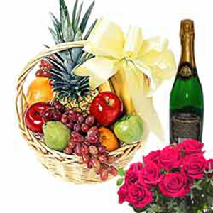 Fruits n Wine Hamper